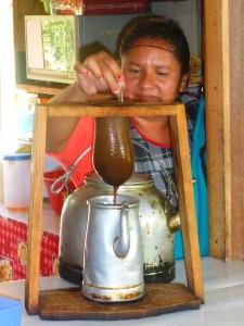 Kaffee Chorreado in einer Soda
