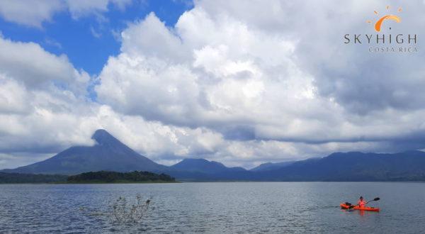 Kajak vor dem Vulkan Arenal