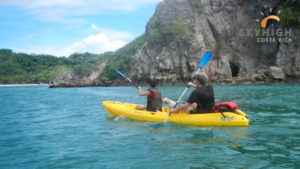 Kayak on the way to Tortuga Island